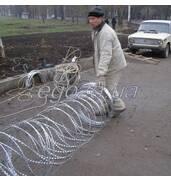 Якісна установка колючого дроту на паркан від професіоналів