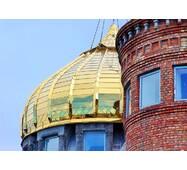 Церковный купол с золотистым покрытием