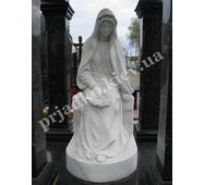 Мраморная скульптура Божьей Матери