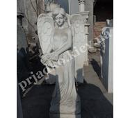 Фігура мармурового янгола з квітами