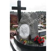 Авторский памятник с ангелом и каменным крестом