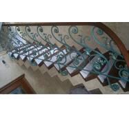 Дерев'яні сходи (із залізними перилами)