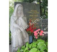 Фигура женщины из мрамора на кладбище