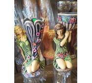 Статуэтки с вазоном для цветов