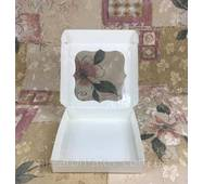 Коробка с окошком  15х15х3 см цветная