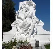 Ритуальна скульптура з білого мармуру, композиція