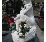 Ритуальна скульптура з білого мармуру