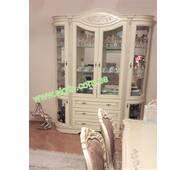 Белая витрина Зефир из массива дерева