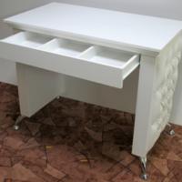 Стол маникюрный Isabella VM132