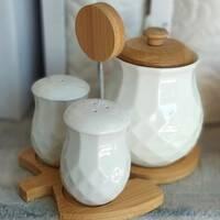 Набор белых спецовниц с сахарницей на бамбуковой подставке