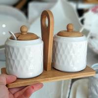 Набор белых банок с крышками на бамбуковой подставке 5 предметов