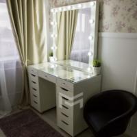 Гримерный столик со стеклянной столешницей М622