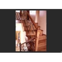 Дерев'яні сходи (залізні перила)