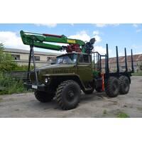 Урал с оборудованием для перевозки леса