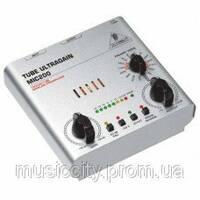 Behringer MIC 200 одноканальний ламповий передпідсилювач