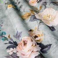 Декоративна тканина для штор з дрібними бутонами рожевих і бежевих кольорів на блакитному тлі