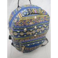 Рюкзак с нашитыми заклепками спереди