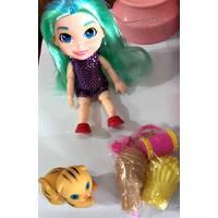 Кукла на шарнирах в комплекте с кошечкой и косметикой 20 см