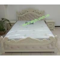 Двоспальне ліжко Корона з тумбами з масиву ясеня