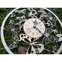 Часы из дерева на стену Часы резные бабочки