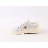 Белые кожаные кроссовки с перфорацией