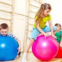 Групове зайняття лікувальною фізкультурою для дітей