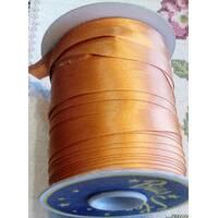 Коса бейка атласна, (золотистого  кольору) 1.5см