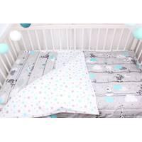 Постільна білизна в дитяче  ліжечко ведмедика і жирафи з блакитними хмарами на сірому