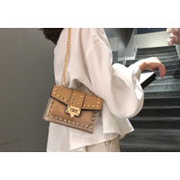 STK Бежевая силиконовая сумка с заклепками