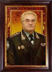 Портрет генерала із бурштинового каміння