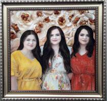Портрет сестер (3 образи) із бурштину