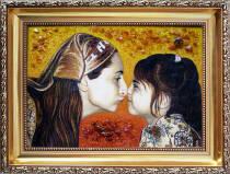 Потрет матері і дитини із бурштину