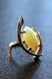 """Перстень із бурштину """"Комета"""""""