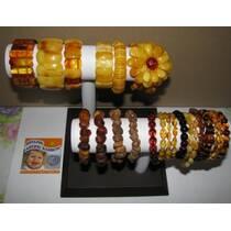 Браслети з бурштину: широкий вибір бурштинових прикрас