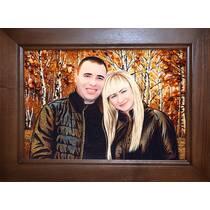 Портрет молодої пари із бурштинового каміння