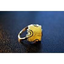 """Перстень із бурштину """"Міф"""""""