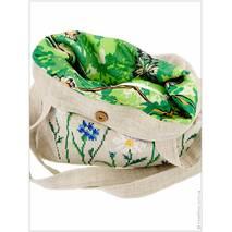 Авторский узор «Ромашки», выполненный на льняной сумке