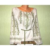 платье ручной работы на льне с зеленой вышивкой