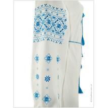 Вышитое женское платье в голубых цветах