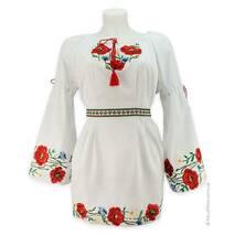 Вышитая женская рубашка с маками