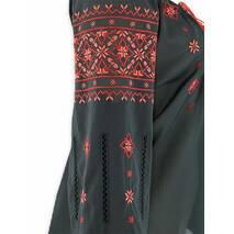 Жіночий костюм з багатою філігранною вишивкою