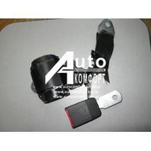 Автомобильный трехточечный ремень безопасности на автомобильное сидение (инерционный, сертифицированный, черный)