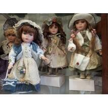 Порцелянова лялька 30см