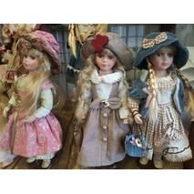 Порцелянова  лялька 40см
