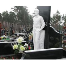 Скульптура из белого мрамора на могилу
