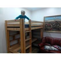 Кровать-чердак из благородной ольхи