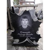 Надгробный памятник в форме кленового листа