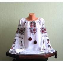 Женская вышитая  рубашка со старинным узором ручной работы