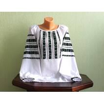 Женская вышиванка ручной работы со стариннным узором