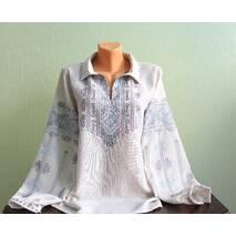 Изысканная женская рубашка вышиванка ручной работы на сером полотне